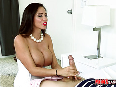 Colombian cougar with monster boobs Ariella Ferrera gives hell of a blowjob