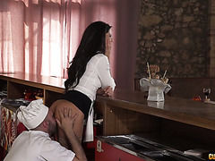 Waitress babe Alexa Tomas fucks chief in public at restaurant