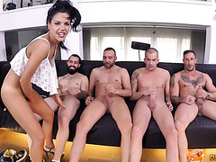 Похотливая испанка Аполония Лапьедра ебется с четырьмя мужиками