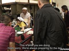 Групповуха с официанткой Мими Асукой в японском ресторане