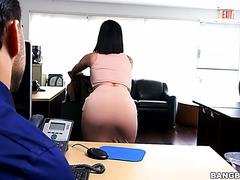 Китти Каприз предлагает секс начальнику чтобы сохранить работу