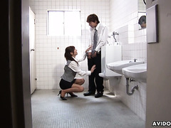 Aki walks into a male restroom and goes down on her lucky colleague