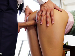 Перерыв на обед знаменует для секретарши Джилл Кэссиди секс с начальством