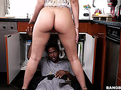 Black plumber gets lucky to pound thick Latina whore wife Luna Star