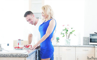 Hot housewife Alix Lynx treats him with strawberry muffins and her pussy