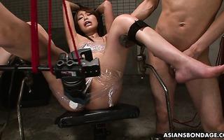 Bondaged asiatische Sklavin Yukino Chitose wird vom Meister hassen gefickt