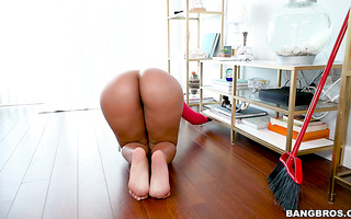 Venezuelan housemaid Rose Monroe bounces her big booty on boss's junk