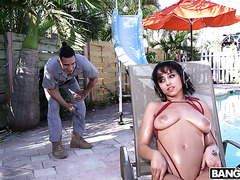 Marilyn Mansion seduces maintenance guy with her big Latina boobs outdoors