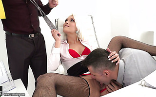 Lady boss Cecilia Scott enjoys stand-and-carry DP with employees