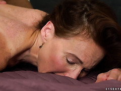 PAWG granny Alice Sharp makes love with younger man