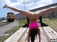 Kelsi Monroe twerks her booty and enjoys public outdoor fuck