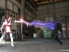Ниндзя терроризируют японскую Супер Гёрл Риа Сакурай