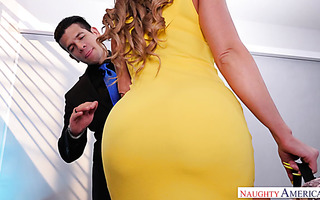 Ripe diva Richelle Ryan lets young man enjoy her thick bod