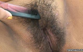 Thai sexbomb Joy gets her hairy poontang worshiped
