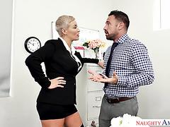 Ripe curvy Ryan Keely wanna muscle employee rail her in the office