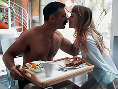 Thin GF Ivy Wolfe turns breakfast into sensational sex