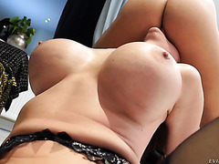 Cathy Heaven, thicc mature mom, is railed ass-to-pussy