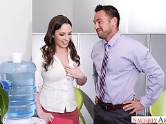 Thicc office babe Lily Love gets smashed by beefy coworker