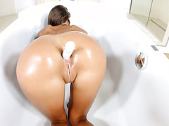 Hottest Russian babe alive Maria Rya pampers herself in fancy bathtub