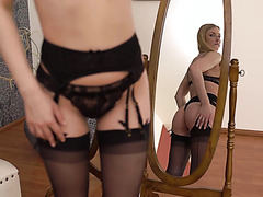 Diva in lingerie Lucy Heart embraces long penis