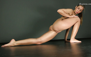 Flexible seductress gapes her hot pussy in acrobatic positions