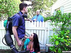 Секс бомба Прия Прайс изменяет мужу с молодым садовником