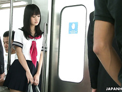 Японская студентка Яой Йошино доведена до сквирта в вагоне метро