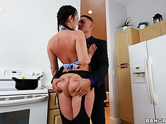 Ideal housewife Brittany Shae fucks her man when he comes after work